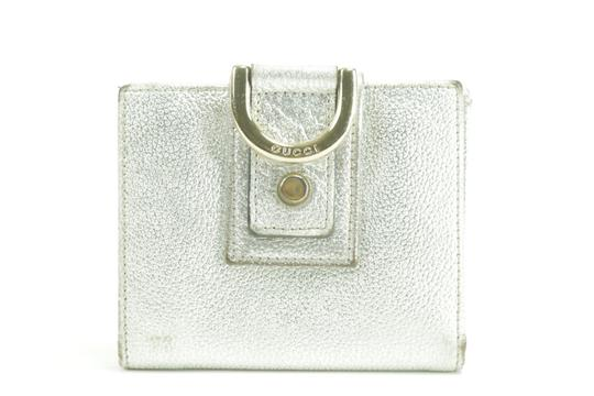 Preload https://img-static.tradesy.com/item/26748518/gucci-silver-metallic-compact-d-ring-leather-11gk0123-wallet-0-0-540-540.jpg