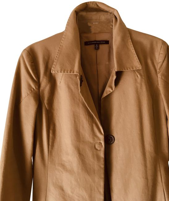 Item - Tan Color Trench Coat Size 8 (M)