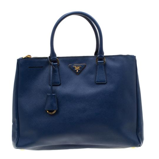 Preload https://img-static.tradesy.com/item/26769011/prada-double-lux-saffiano-medium-zip-blue-leather-tote-0-0-540-540.jpg