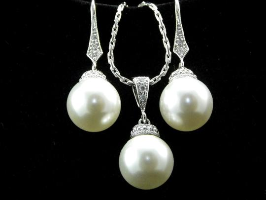 White Swarovski Pearl Earrings and Necklace Pearl Matching Gift Gift Jewelry Set
