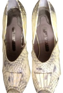 Ted Baker Gray Beige Pumps