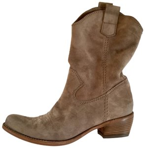 Alberto Fermani 65% off torta taupe distressed suede Boots