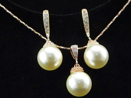 Cream White Swarovski Pearl Earrings and Necklace Pearl Matching Gift Gift Jewelry Set