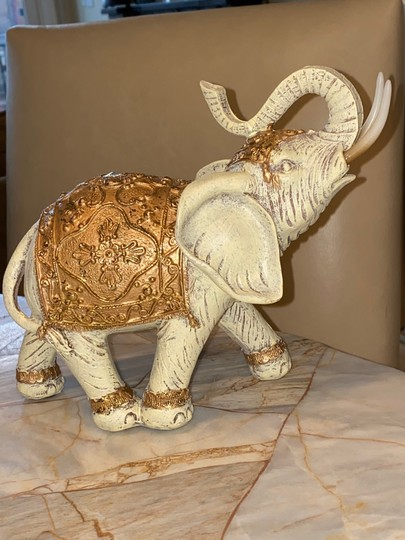 Preload https://img-static.tradesy.com/item/26797860/white-gold-elephant-decoration-0-0-540-540.jpg