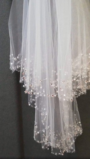 Short White Ivory Beaded Edge with Comb Bridal Veil Image 2