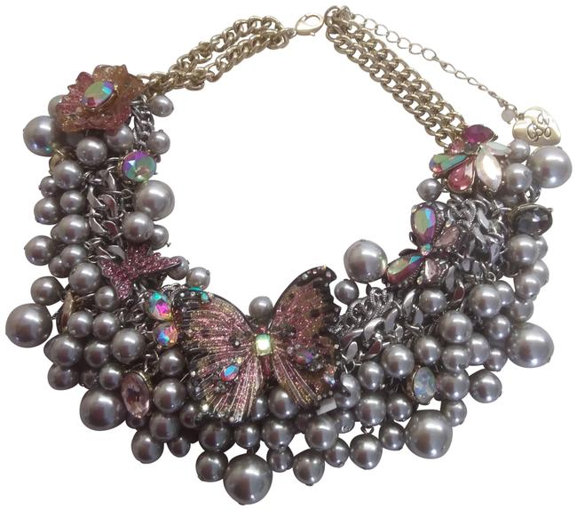 Item - Gray New Pearl & Butterfly Necklace & Earrings