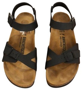 Birkenstock Sandals Up to 90% off at Tradesy