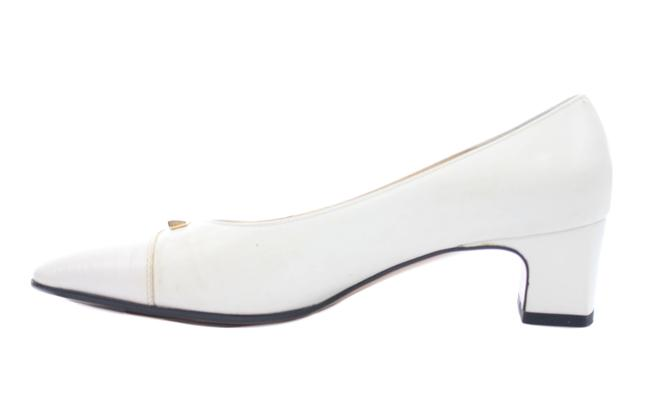 Item - White Leather Low Pumps Size US 5.5 Regular (M, B)