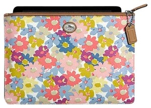 Coach Coach Nwt Peyton Medium Tech Pouch (f69757): MSRP $88