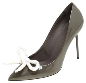 Burberry Patent Leather Pointed Toe Grey Pumps
