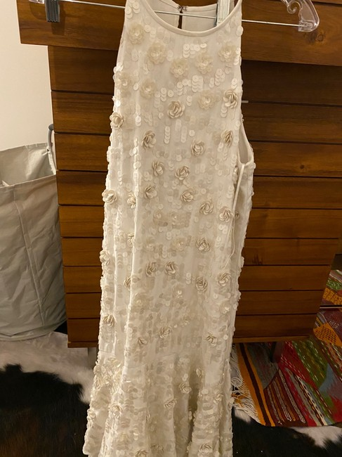 Item - White / Off White 3d Floral Beaded Appliqué Modern Wedding Dress Size 2 (XS)