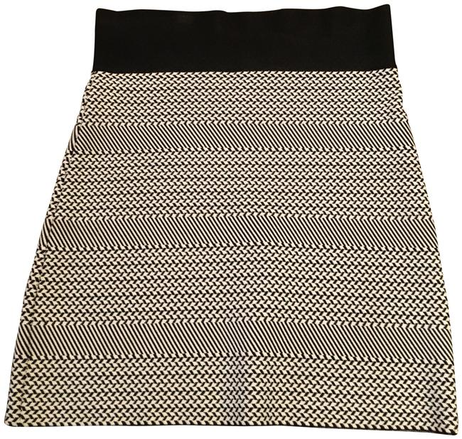 Item - Black/White Pattern Bodycon Skirt Size 6 (S, 28)