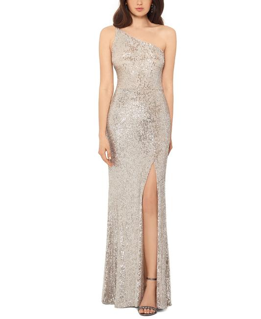 Item - Silver/Light Gold One-shoulder Sequin Gown Silver/Light Long Formal Dress Size 10 (M)