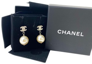 Chanel Chanel CC Diamond with Pearl Pendent