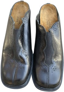 Naot Comfy Elastic On Front Pin Dot Design Black Mules