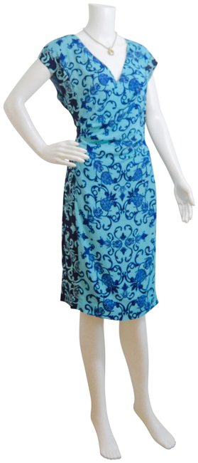 Item - Blue Bodycon Stretchy Silk Fully Lined Mid-length Short Casual Dress Size 12 (L)