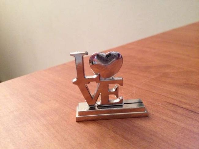 Item - Silver Love Place Card Holder