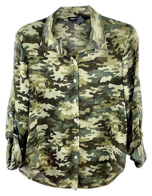 Item - Army Green Camo Print Sheer Tab Sleeves Button-down Top Size 8 (M)