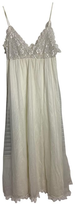 Item - Ivory Lg Slip Gown Long Casual Maxi Dress Size 12 (L)