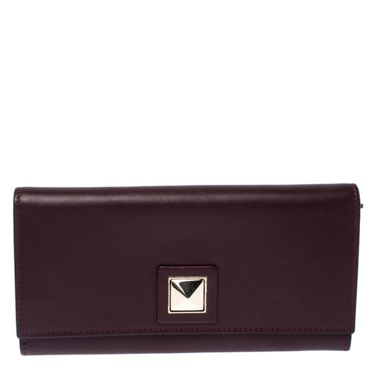 Preload https://img-static.tradesy.com/item/26872499/valentino-burgundy-leather-flap-continental-wallet-0-0-540-540.jpg