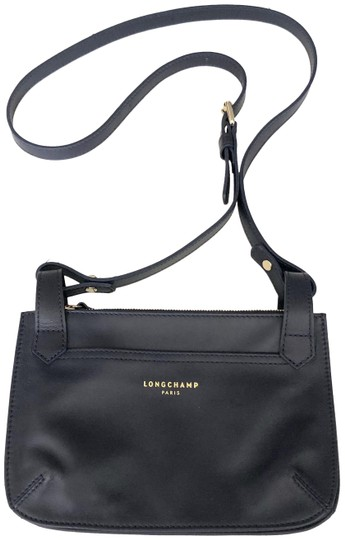 Preload https://img-static.tradesy.com/item/26872626/longchamp-purse-navy-blue-leather-cross-body-bag-0-1-540-540.jpg