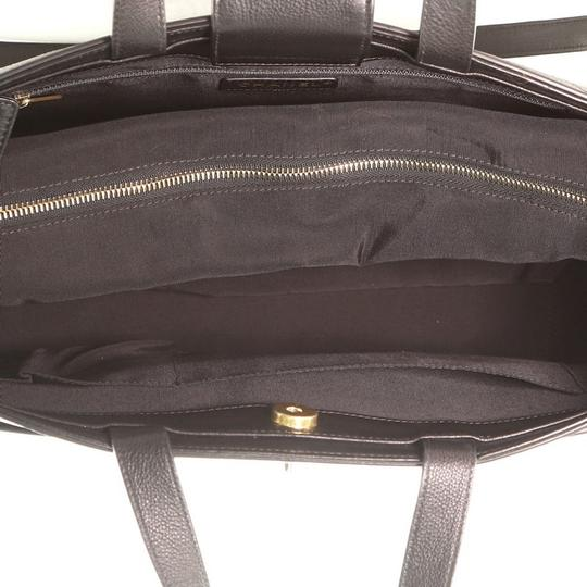 Chanel Leather Tote in Black Image 5