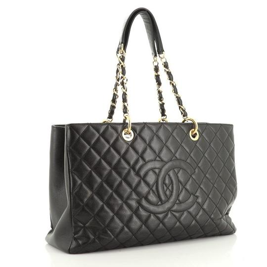 Chanel Leather Tote in Black Image 2