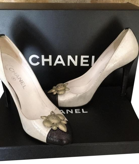 Item - White Black and Silver Pumps Size EU 38.5 (Approx. US 8.5) Regular (M, B)