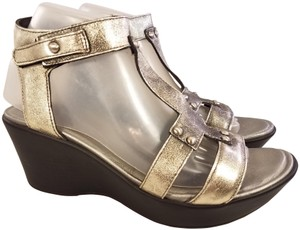 Naot Wedges And Loop SILVER Sandals