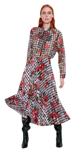Item - Black White Red Houndstooth Pleated A-line Skirt Size 0 (XS, 25)