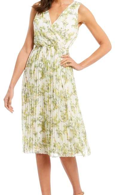 Item - ➕size. Sharon Pleated Printed Mid-length Short Casual Dress Size 16 (XL, Plus 0x)