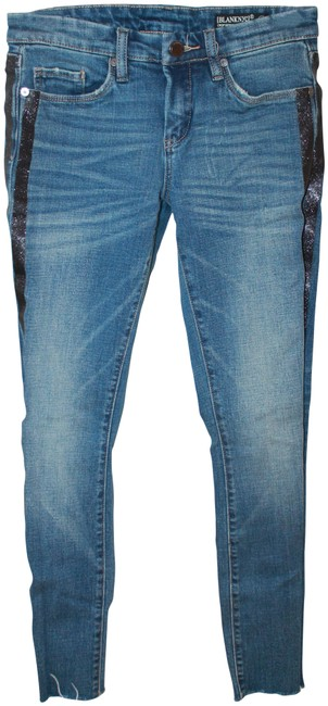 Preload https://img-static.tradesy.com/item/26891005/blanknyc-blue-distressed-style-89n-1634-capricropped-jeans-size-25-2-xs-0-1-650-650.jpg