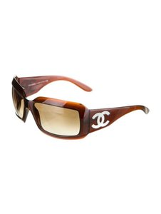 Chanel 5076 CC Logo Mother of Pearl Wrap Shell Iridescent Abalone MOP Classic