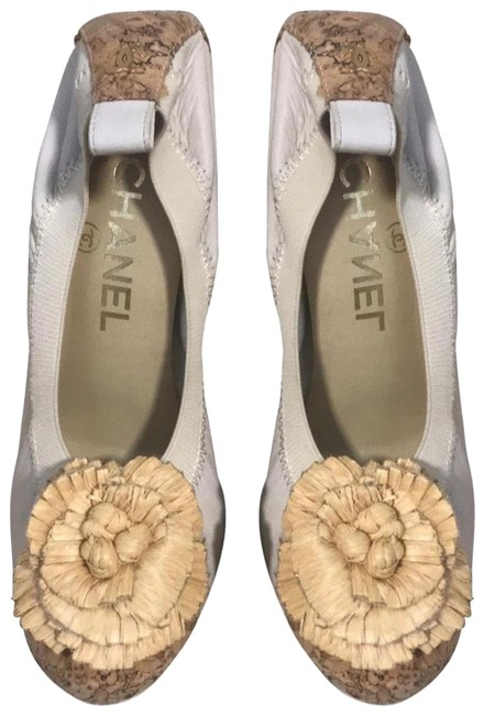 Item - Off White with Pale Yellow Camellia Flower. Cork Heel and Tip Of Shoe Pumps Size EU 36 (Approx. US 6) Regular (M, B)