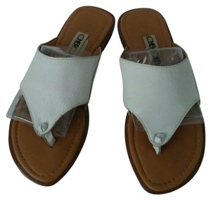 Cherokee Vintage Leather Flip Flop White and Tan Sandals