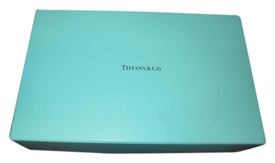 Preload https://item2.tradesy.com/images/tiffany-genuine-tiffany-and-co-empty-turquoise-box-975-x-620-x-550-2690566-0-0.jpg?width=440&height=440