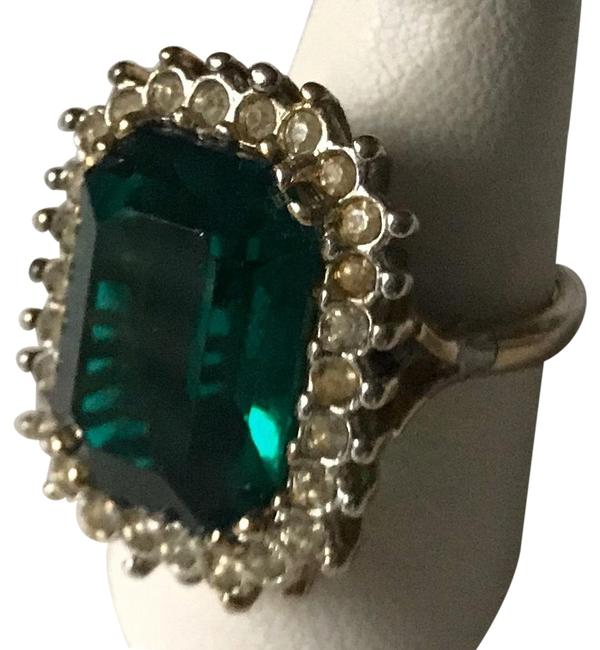 Unbranded Emerald Green Ze 7.5 Ring Unbranded Emerald Green Ze 7.5 Ring Image 1