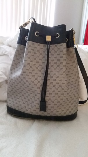 Preload https://item4.tradesy.com/images/gucci-vintage-gg-drawstring-bucket-navy-blue-gray-leather-pvc-shoulder-bag-2692948-0-0.jpg?width=440&height=440