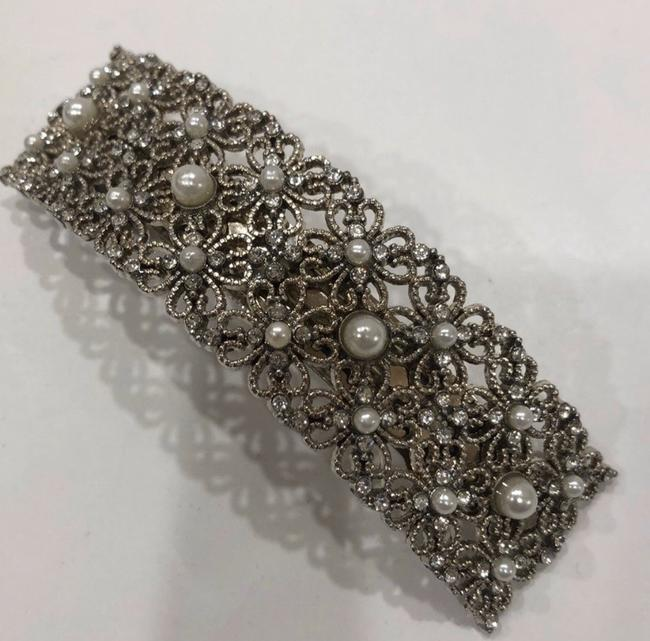 Item - Silver Floral Pearl Pin Hair Accessory