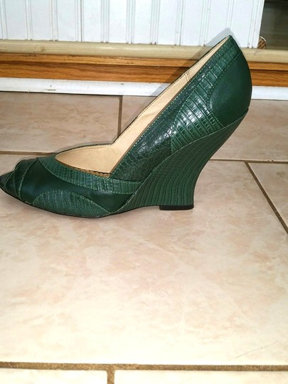 Chinese Laundry New In Box Never Worn Foxy Sexy Cute Comfy Feminine Open Toe Leather Lining Man-made Upper Forest Green Wedges