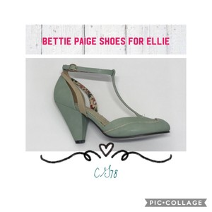Bettie Page Mint/Cream Pumps