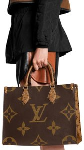 Louis Vuitton Rare Limited Edition Shoulder Tote in Monogram Reverse