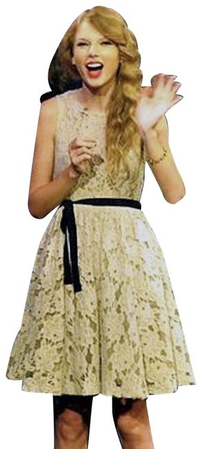 Item - Ivory Spinning Lace Mid-length Cocktail Dress Size 10 (M)