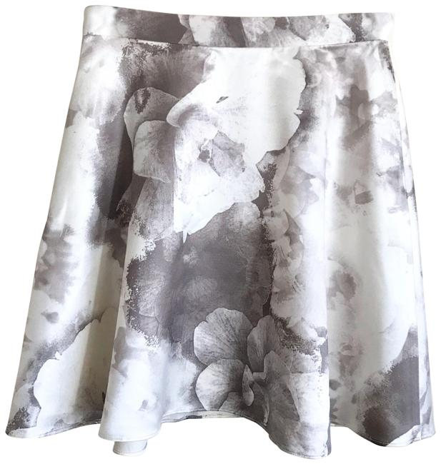 Item - Gray White Floral Skirt Size 0 (XS, 25)