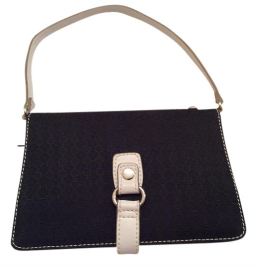 Preload https://item2.tradesy.com/images/nine-west-wristlet-black-and-white-2695381-0-0.jpg?width=440&height=440