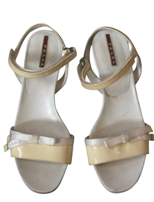 Item - Light Yellow and White 24277574 Wedges Size US 8 Regular (M, B)