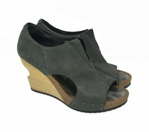 Tsubo Stretch Leather green Wedges