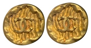 Chanel classic vintage Chanel gold coin earring