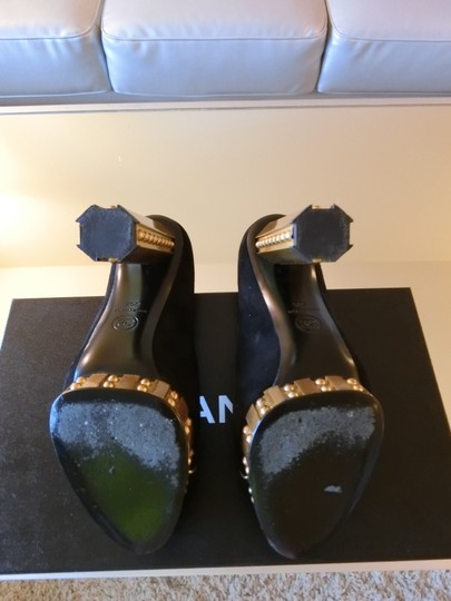 Chanel black and gold Pumps