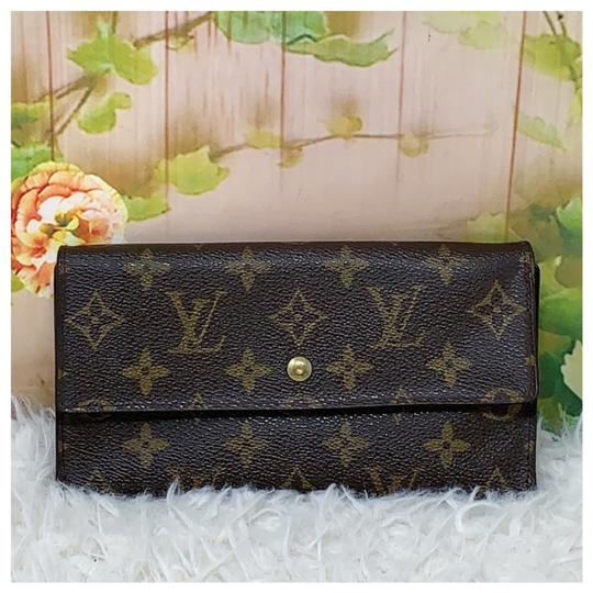 Preload https://img-static.tradesy.com/item/26969226/louis-vuitton-brown-international-wallet-0-1-540-540.jpg